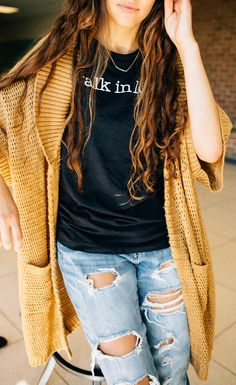 Head back to school in this black heather original t-shirt! Pair it with some distressed, light wash denim and a chunky mustard cardigan for a touch of the warmth of fall time. Slide into some Birkenstocks or a pair of sneakers to finish off the look.