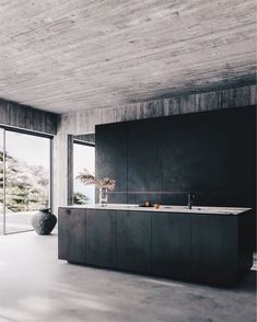 Contemporary home with bare concrete walls and a black kitchen Contemporary interior design, minimalistic decor, bare concrete walls, concrete floors, minimalist black kitchen. Design by Klaudia Adamiak - Add Modern To Your Life Industrial Style Kitchen, Modern Kitchen Design, Modern House Design, Interior Design Kitchen, Industrial Chic, Kitchen Designs, Kitchen Contemporary, Contemporary Homes, Vintage Industrial