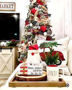 28 easy ways to make your own for Christmas 16 – Christmas 2020 Decor Christmas Time, Christmas Wreaths, Christmas Decorations, Table Decorations, Holiday Decor, Santa Ho Ho Ho, Instagram Christmas, Little Boys, Ladder Decor