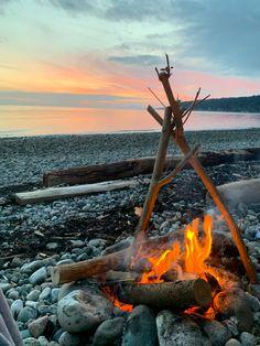 Campfire on the beach 😚