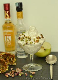 Le pellegrine Artusi: Panna di mele alla grappa e croccante di pistacchi...