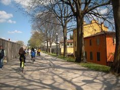 Lucca, Italia - bikes, wines, and good friends
