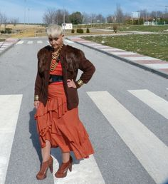 Per Una skirt & T-shirt from Ebay / 80s belt / wool & fur jacket from Málaga flea market- 1 euro.