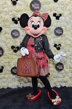 Minnie Mouse Coach Collection Announced at Hollywood Walk of Fame Luncheon Minnie Mouse celebrated more than just her Star on the Hollywood Walk of Fame on National Polka Dot Day! Minnie Showed up styled by Coach to a Minnie Mouse Images, Minnie Mouse Doll, Baby Mouse, Mickey Mouse, Disney Magic, Disney Mickey, Disney Cars, Walt Disney, Disney Patches