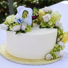Custom made dinosaur wedding cake toppers.  #trexcake #dinosaurcake #dinosaurwedding #uniquecaketopper