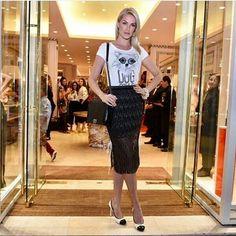 zpr Olha a diva #anahickmann com  composição da T-shirt de #dog e essa saia midi maravilhosa . ☆★☆ Fique de olho aqui e na loja virtual , breve a pré -coleção disponível  para venda na  @pandorastorees . - http://www.facebook.com.br/pandorastorees  #modafeminina #modacapixaba #modacontemporanea #lookdodia #tshirtfeminina  #modacasual #moda #producaodemoda #tshirt #tshirtdesign #blogueirascapixabas #ecommerce #ecommercebrasil #ecommercemoda #lojaonline #pandora #pandorastore #vilavelha…