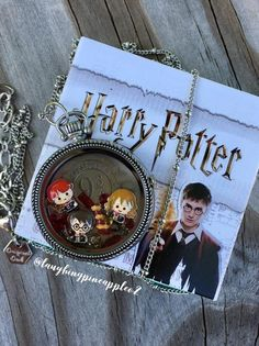 Origami Owl is a leading custom jewelry company known for telling stories through our signature Living Lockets, personalized charms, and other products. Colar Harry Potter, Harry Potter Owl, Harry Potter Bedroom, Harry Potter Houses, Harry Potter Outfits, Harry Potter Fandom, Harry Potter Memes, Harry Potter Accessories, Harry Potter Jewelry