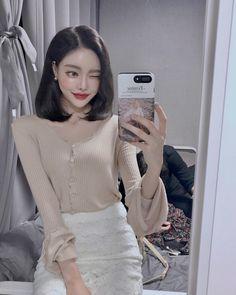 Pretty Girls, Cute Girls, Ulzzang Korean Girl, Uzzlang Girl, Poses For Pictures, Aesthetic Makeup, Fine Men, Asian Beauty, Asian Girl