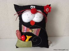 Hand made Barbara. Love the pocket full of tiny fish softies on this cat doll. Sewing Toys, Sewing Crafts, Sewing Projects, Fabric Toys, Fabric Crafts, Crazy Toys, Fabric Animals, Cat Quilt, Cat Pillow