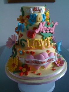 LOVE this cake!  Just fabulous <3    all you need is love By dannidukes on CakeCentral.com