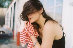 prohlizi si jeji (svoje) vlasy, ale sama sobe si tema svyma cloni