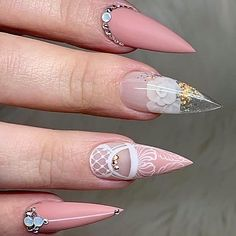 Beautiful nails by Ugly Duckling Family Member 😍 Ugly Duckling Nails is dedicated to keeping love, support, and positivity flowing in our industry ❤️ Easy Nail Art, Cool Nail Art, Gold Nails, Stiletto Nails, Hair And Nails, My Nails, American Nails, Nails Inc, Nail Art Brushes