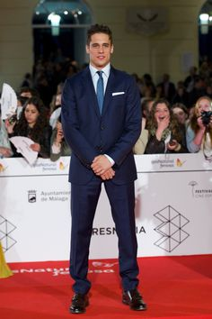 Martiño Rivas Beautiful Suit, Beautiful People, Gq, Great Smiles, Babe, My Man, My Boyfriend, Blazer Suit, Handsome