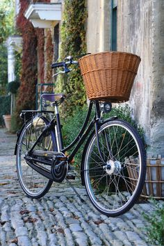 58 Ideas City Bike Style Beautiful For 2019 Cafe Racer Style, Bike Style, Velo Vintage, Vintage Bicycles, Pashley Bike, Bicycle Pictures, Dutch Bike, Bicycle Basket, Bike Baskets