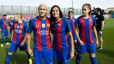 El entrenamiento del Barça y la foto oficial con el fútbol femenino, en imágenes