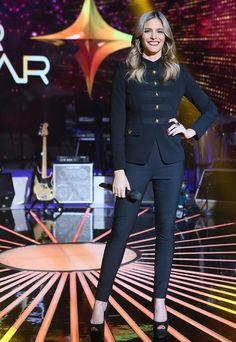 Sempre linda e elegante,Fernanda Lima arrasa de terninho preto no estilo militar e brilha em noite de Top 7. ♥