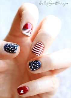 handmade wedding round-up - 4th of july nails (by daily something)