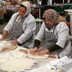 Gözleme - Turkish handmade & hand rolled pastry... #lou_dferreira #ortaköy #atmosphereturque #myphoto #istanbul
