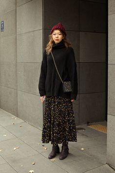The first week of December 2018 Winter Women's Street Style in Seoul – écheveau Korean Outfit Street Styles, Korean Street Fashion, Korea Fashion, Korean Outfits, Asian Fashion, Korea Street Style, Frock Fashion, Modest Fashion, Fashion Outfits
