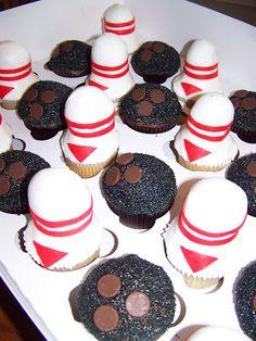Plumeria Cake Studio: Bowling Cupcakes