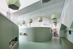 trying to maximize space and flexibility, a system of rotational walls transforms an enclosed single classroom into a playful learning space.