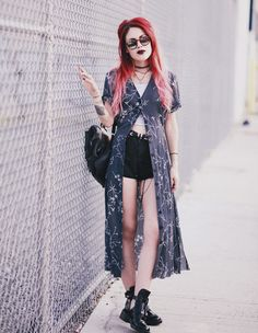 Image in Luanna Perez-Garreaud collection by _girlonline_ Grunge Look, Grunge Style, 90s Grunge, Hippie Grunge, Mode Grunge, Tokyo Street Fashion, Fashion 90s, Dark Fashion, Grunge Fashion