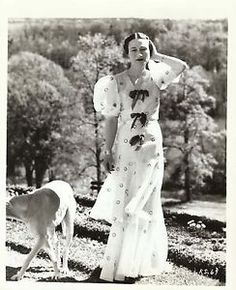 Minor folds in borders and corners. Minor surface details only seen if direct light is applied. Wallis Simpson, Victoria Prince, Princess Victoria, Queen Victoria, Edward Viii, Elegant Couple, Photo Pattern, 20th Century Fashion, Textiles
