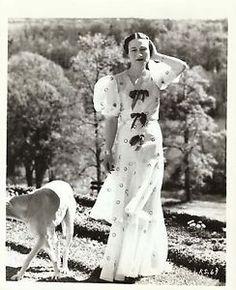 Wallis Simpson. Love her dress!