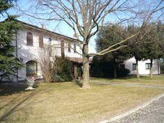 Villa come nuova, di pregio nella collina che porta a Monte del Re(BO) , a Km. .4 dalla via Emilia.