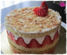Strawberry with mascarpone - Cuisine at the Tiocs - Carolin Garvagh Chocolate Mousse Cake Filling, Chocolate Fruit Cake, Cheesecake Mousse Recipe, Cheesecake Recipes, Easy Cake Recipes, Dessert Recipes, Fruit Cake Design, Fruit Birthday Cake, Fresh Fruit Cake