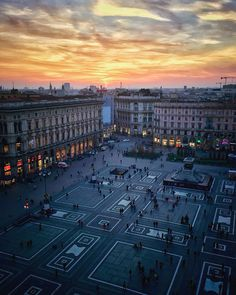 Sunset over Piazza Duomo