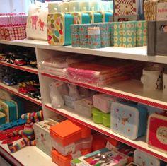 Butik Notre Dame, Shop i børnehøjde...Vi har fået et spændende udvalg af varer til både piger og drenge. vMadkasser, tøjdyr, biler, knager, tæpper, bestik og meget mere…….
