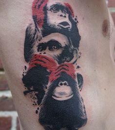 Photo : Tatouage par Mikki Bold sur la cuisse: portrait de femme avec aplats noirs et rouges