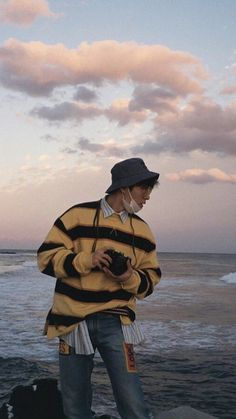 A summary of Kim Hanbin: an amazing songwriter and composer, and is desperate for a gf, even tho he gets scared around them😂 Kim Hanbin Ikon, Ikon Kpop, Jungkook Jimin, Hoseok Bts, Taehyung, Bobby, Jaewon One, Arte Dope, Rapper
