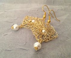 Handmade wire crochet earrings.Gold wire earrings.Drop gold earrings Pearl earrings Peal bridal earrings.Knitted earrings. Wedding jewelry