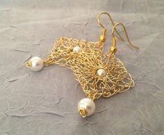 Handmade wire crochet earrings.Gold wire earrings.Drop gold earrings Pearl earrings Peal bridal earrings.Knitted earrings. Wedding jewelry