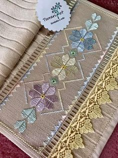 Christmas Embroidery Patterns, Embroidery Patterns Free, Cross Stitch Patterns, Embroidery Designs, Swedish Embroidery, Hardanger Embroidery, Diy Embroidery, Bargello Patterns, Fillet Crochet