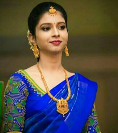 Saree Blouse Neck Designs, Saree Blouse Patterns, Designer Blouse Patterns, Fancy Blouse Designs, Bridal Blouse Designs, Indian Bridal Photos, Ikkat Dresses, Bridal Silk Saree, Blouse Models
