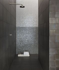 20 Square Mosaic Tiles for Your Bathroom - MessageNote Mosaic Tiles, Wall Tiles, Tiling, Mosaics, Dream Bathrooms, Amazing Bathrooms, Bathroom Inspiration, Interior Inspiration, Tile Layout