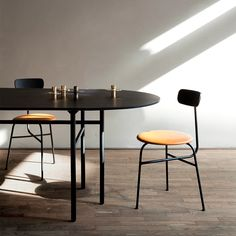 The classical Afteroom Chair is a tribute to functionalism and to the Bauhaus school of art and architecture. Oval Table, Dinning Table, Dining Chairs, Dining Room, Round Tables, Console Tables, Big Sofas, Cafe Tables, Bookcase Shelves