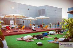 Wystartowała letnia strefa rozwywki na dachu Galerii Łódzkiej. Central Park w samym sercu Łodzi :) Z widokiem na Manhattan. Strefa relaksu, fitness, taniec, skatepark i wiele innych atrakcji :) A dla dzieciaków plac zabaw :) NZ zajęcia z jogi  #centralpark #summer #lodz #eventy #newyork #manhattan #wallfame #fitness #dance #skatepark #board #sun #colour #relax #chillout #music