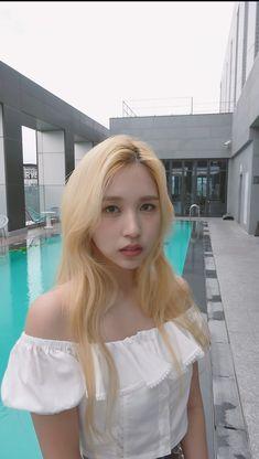 Kpop Girl Groups, Korean Girl Groups, Kpop Girls, Nayeon, Korean Princess, Twice Video, Twice Kpop, Myoui Mina, Fandoms