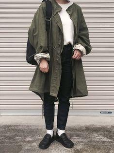 60年代のロンドンで大流行したモッズコートは、当時の男の子たちのように、細身のインナーの上に羽織ってみて。コートの大き目シルエットとのバランス感が、不思議と女性らしくも見えますね。