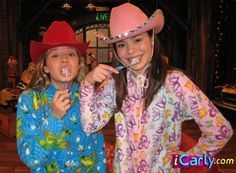 Photo of Sam and Carly for fans of iCarly 818404 Funny Profile Pictures, Reaction Pictures, Gibby Icarly, Sam E Cat, Icarly And Victorious, Top Tv Shows, Miranda Cosgrove, Old Shows, Kids Tv