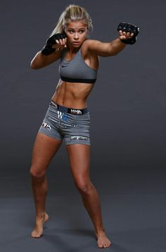 the female form when associated with sport and fitness Female Mma Fighters, Ufc Fighters, Female Fighter, Female Martial Artists, Martial Arts Women, Paige Vanzant Ufc, Style Fitness, Fighting Poses, Ufc Women