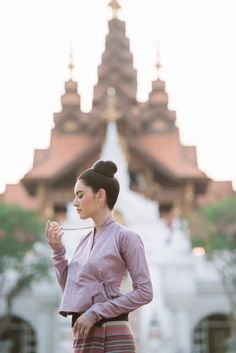 Traditional Thai Clothing, Traditional Dresses Designs, Traditional Outfits, Real Beauty, Asian Beauty, Beauty Girls, Mai Davika, Myanmar Dress Design, Smart Dress