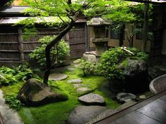 Small Japanese Garden Courtyard: Jardin Japonais Miniature – Un Concentré Du Small Courtyard Gardens, Small Courtyards, Small Backyard Gardens, Small Gardens, Zen Gardens, Courtyard Ideas, Patio Gardens, Garden Oasis, Garden Pond