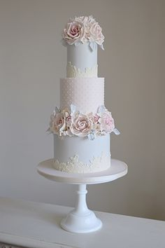 Wedding cake designer offering a luxury bespoke wedding cake service throughout Suffolk & Norfolk, Essex, Cambridgeshire, London and cake decorating classes