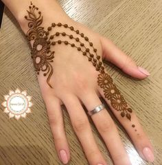 Reverse Hand Light Mehndi Design For Girls - henna Pretty Henna Designs, Modern Henna Designs, Henna Tattoo Designs Simple, Finger Henna Designs, Indian Mehndi Designs, Full Hand Mehndi Designs, Mehndi Designs 2018, Mehndi Designs For Beginners, Mehndi Designs For Girls