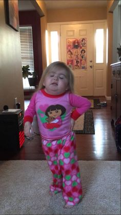 Taylor Swift ( Audrey's  favorite) Karaoke!! Cute Kids Pics, Cute Baby Photos, Cute Funny Baby Videos, Cute Funny Babies, Funny Videos For Kids, Funny Kids, Baby Pictures, Funny Baby Memes, Funny Video Memes